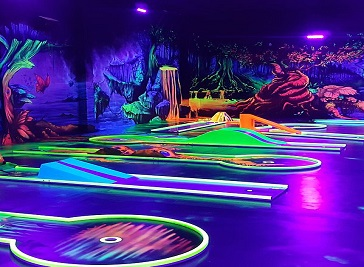 GlowZone black light 3D Mini Golf Bielefeld